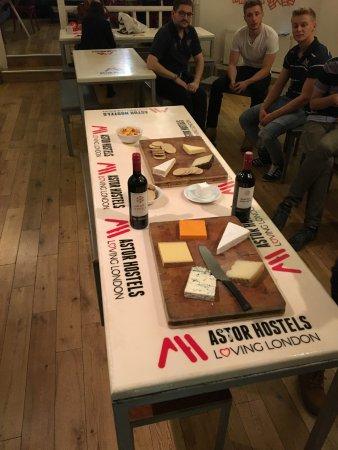 """Astor Hyde Park Hostel : Evento """"noche de vinos y quesos"""""""