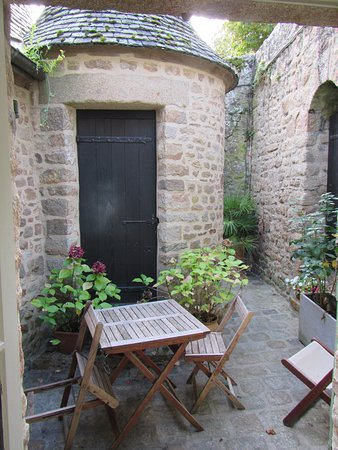 Auberge Saint Pierre: The beautiful, tiny private terrace of Room 423.