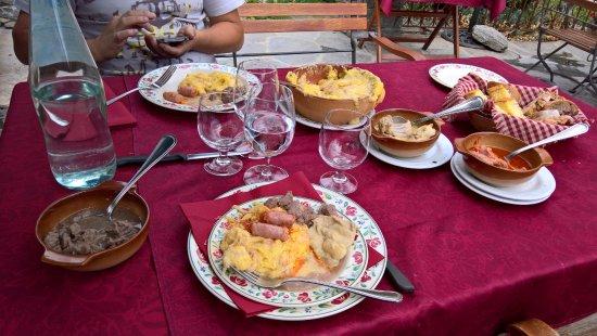 Saint-Oyen, Italië: Portata per due persone, con molto impegno ed un grande stomaco, siamo riusciti a finire tutto..