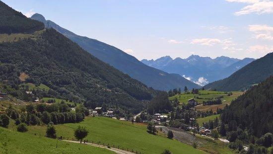 Saint-Oyen, Italia: Vista dal terrazzo dove abbiamo pranzato...