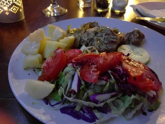 Jurin Podrum: Pork medallions with fried potatoes and a fresh salad.