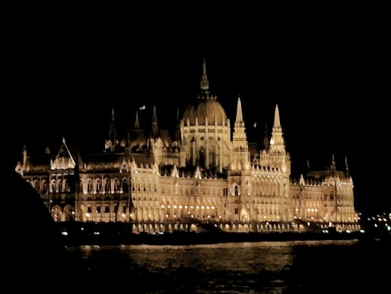 Lignan-De-Bordeaux, Francia: Budapest by Night from the Danube