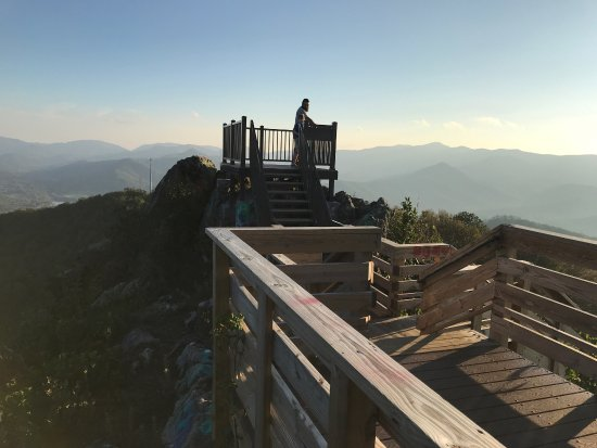 Hiawassee, GA: Good views and good exercise atop Bell Mountain
