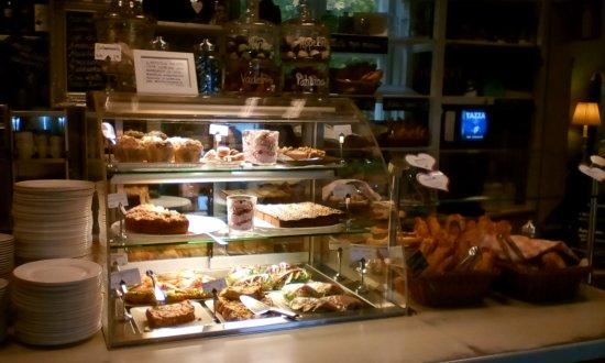 Kahvila Kariranta: Cakes counter