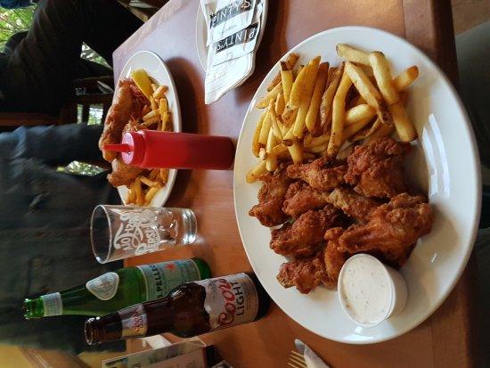 Mabou, แคนาดา: The Red Shoe Pub