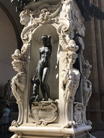 Freya's Florence Tours: Sculpture everywhere