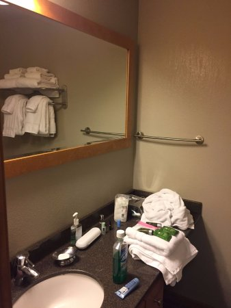 Beacon Pointe Resort: Bathroom after housekeeping