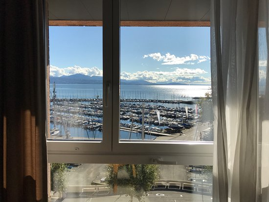Mövenpick Hotel Lausanne: Room facing the lake