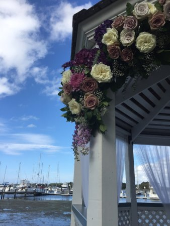 Рок-Холл, Мэриленд: October wedding at Osprey Point.