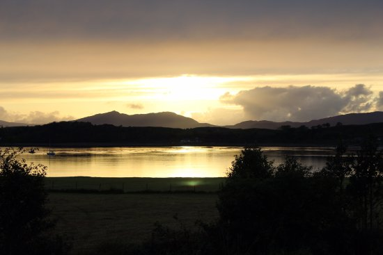 Port Appin, UK: Sunset outside on the verandah