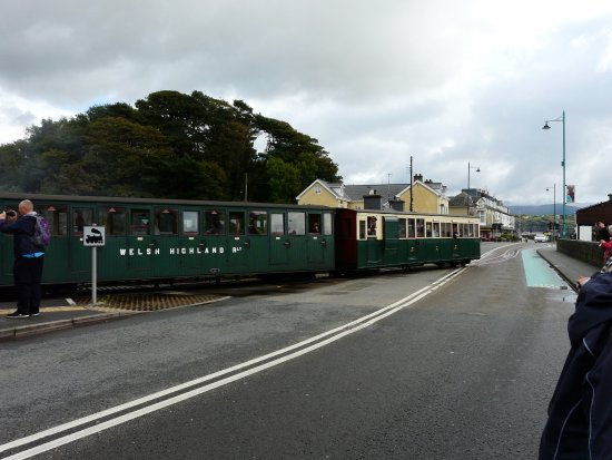 Arriving in Porthmadog - up the High Streer!