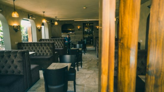 Ilford, UK: zeyaras lounge