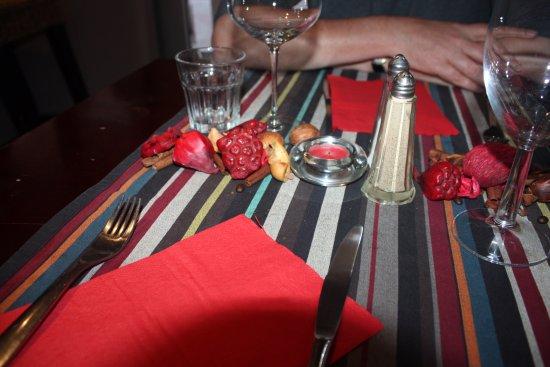 Le Mallicolo: A cute and interesting table setting