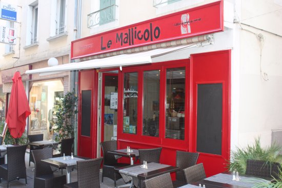 The front of Le Mallicolo with its terrace