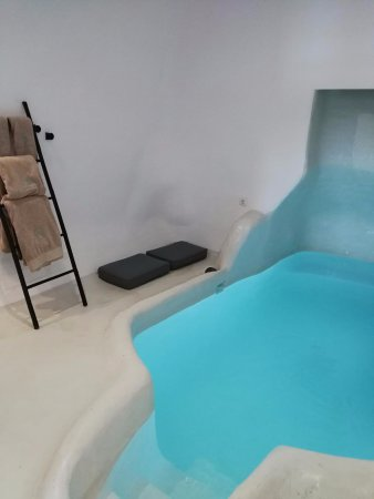 Private indoor pool  Private indoor pool - Bild von Sophia Luxury Suites, Imerovigli ...