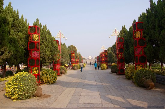 Dragon Pavilion Park (Long Ting) : View of the way