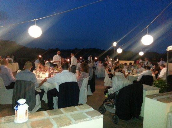 Cereseto, Italy: una bella serata in compagnia nella terrazza panoramica....