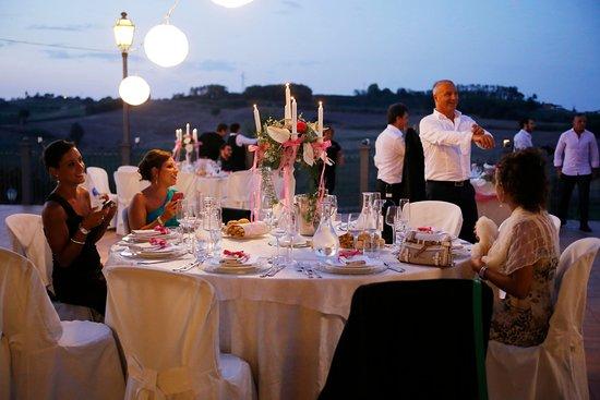 Cereseto, Italy: che bella tavolata in terrazza....