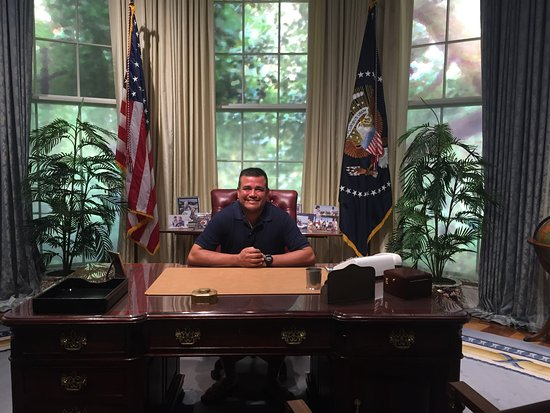 president oval office. George Bush Presidential Library And Museum: President Bush\u0027s Desk Inside His Oval Office O