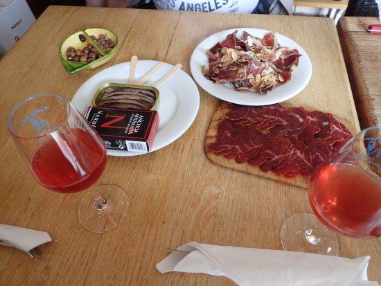 Roquebrun, Γαλλία: divin --> anchois fumés, de la belle charcuterie et une rosé catalan