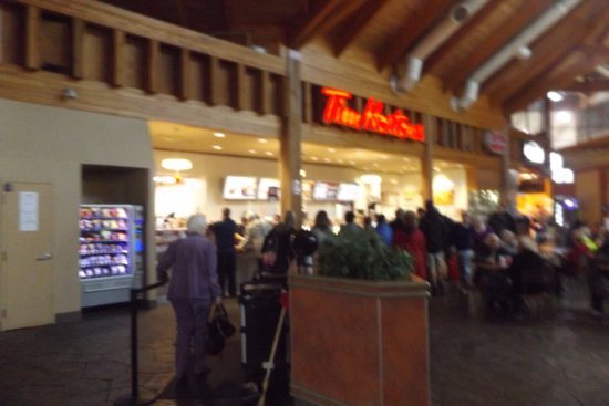 Grimsby, Canadá: Majority of the people there were ordering from Tim's