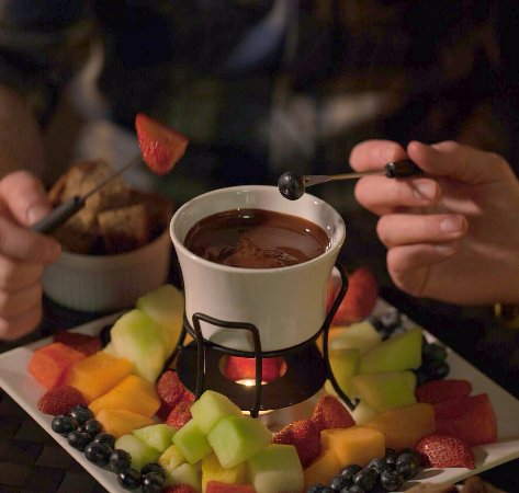 Kananaskis Country, Canada: Add some decadent chocolate fondue to a stargazing snowshoe tour