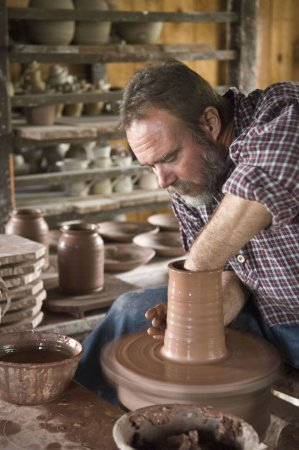 Mumford, Нью-Йорк: The pottery shop is a favorite stop for visitors.