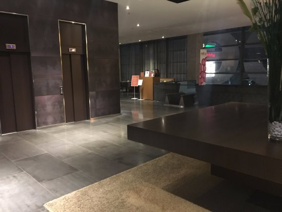 Barcelo Malaga: First floor and slide area