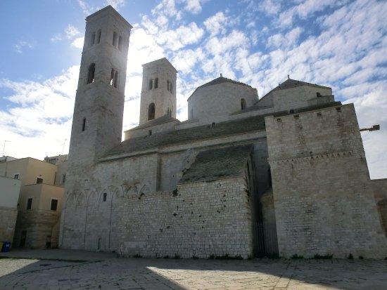 Duomo di Molfetta - Parrocchia San Corrado: Imponente duomo affacciato sull'adriatico e incastonato in un antico borgo.