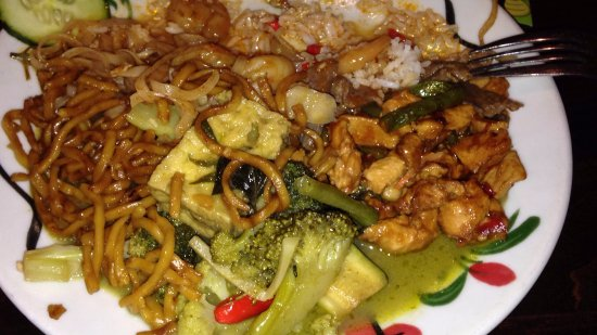 ChaoBaby: Green Vegetable curry with Pad Chicken and Noodles