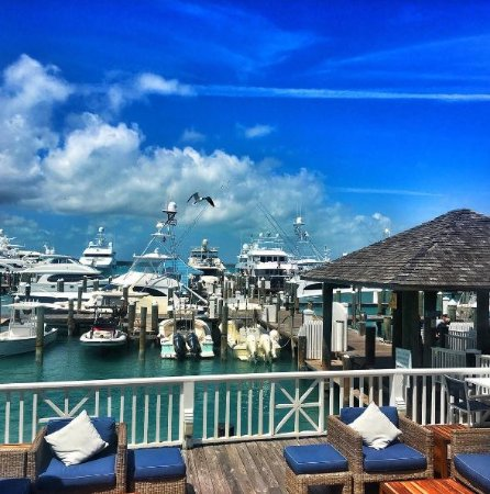 Rooster Tail Bar Amp Grill Harbour Island Restaurant
