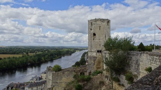 Forteresse royale de Chinon: View downstream from a tower