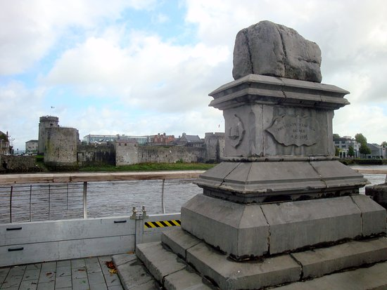 The Treaty Stone: Treaty Stone, King John's Castle in background