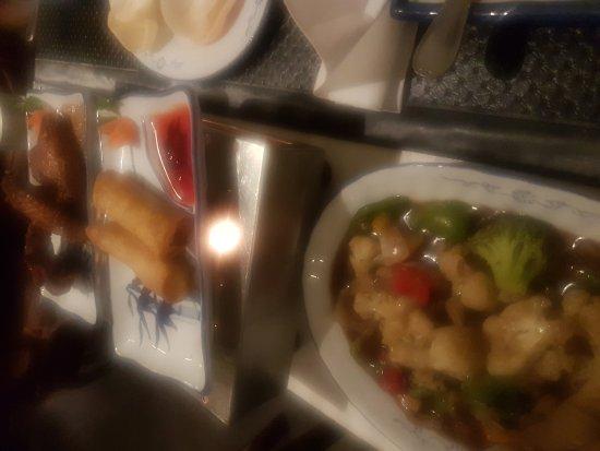 Huan Yuan Cantonese Restaurant: Spring rolls and mixed veg in black bean sauce