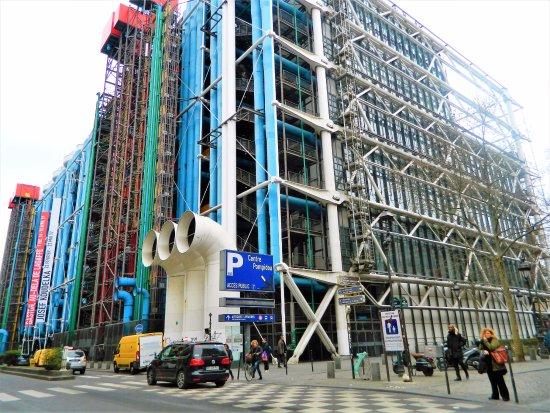 Foto de centre pompidou par s img 20171003 130211 large for Architecture high tech