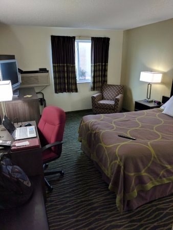 Independence, MO: View of room from entry door
