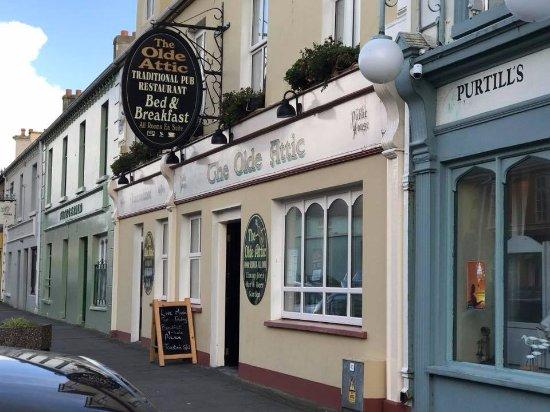 Ballybunion, Irlanda: The pub from street level
