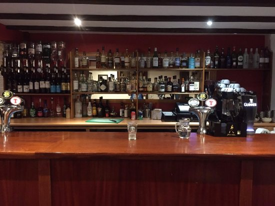 Menstrie, UK: The bar is well stocked