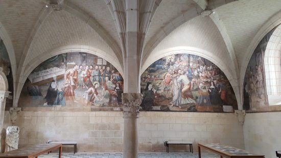Fontevraud-l'Abbaye, France: 20171011_102525_large.jpg
