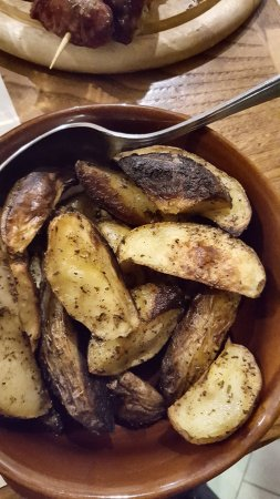 Lamporecchio, อิตาลี: La patate arrosto con la buccia