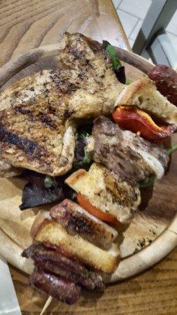 Lamporecchio, Italie : Huhn und Spieß