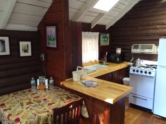 Lincolnville, ME: Cottage 5, studio size, queen bed
