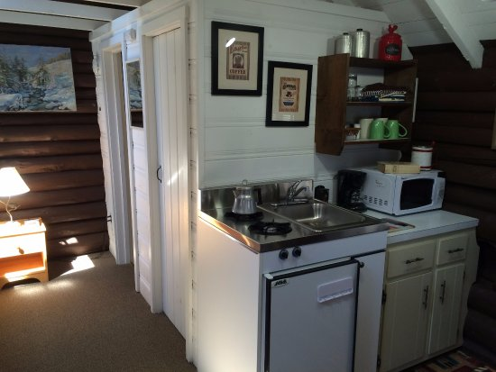 Lincolnville, ME: Cottage 3, studio size, queen bed