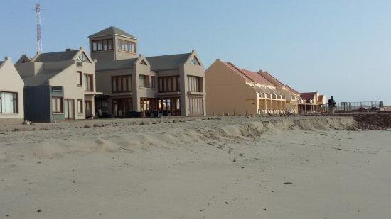 Cape Cross Lodge: Hotel desde la playa