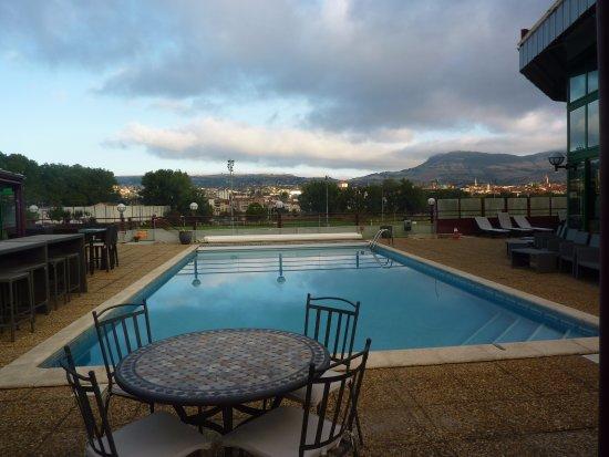 Millau Hotel Club: La piscine au petit matin