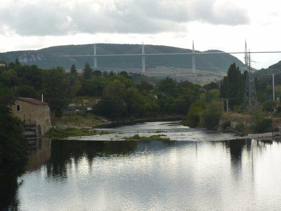 Millau Hotel Club: Le Tarn et le fameux pont de Millau