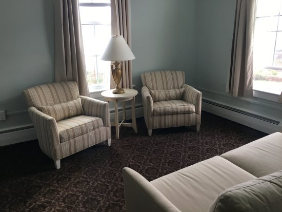 Spring House Hotel: sitting area in room 205