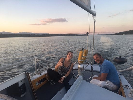 Kingston, Нью-Йорк: Jessie and Jerome on his smaller sailboat