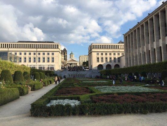 Jardin du mont des arts park boulevard de l 39 empereur for Boulevard du jardin exotique