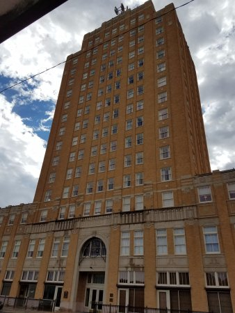 Big Spring, TX: front of hotel from across the street